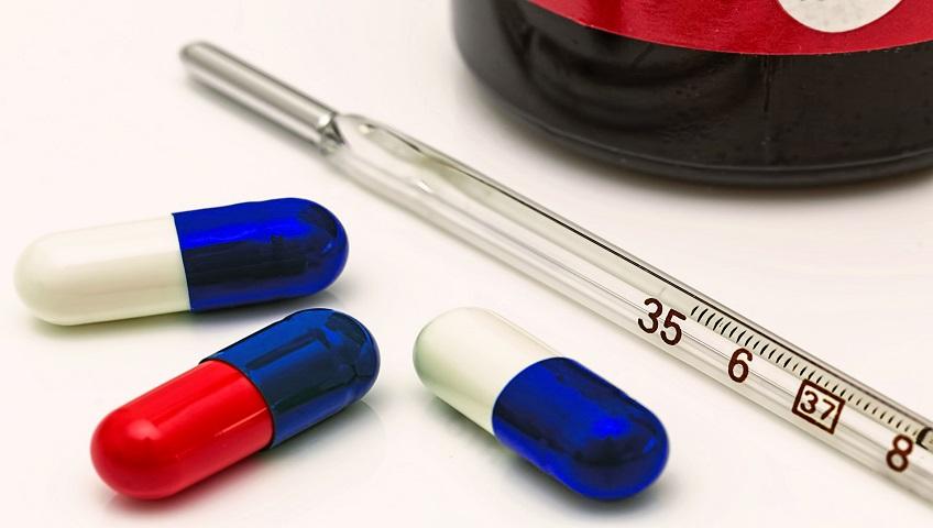 Médicaments avec thermomètre pour surveiller la température